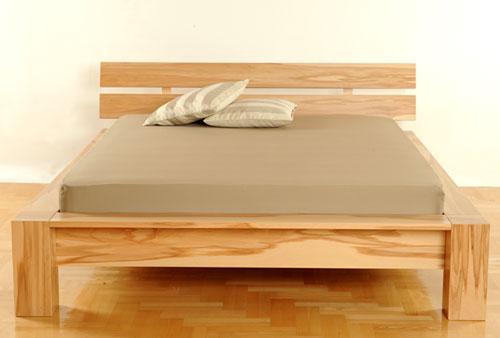 krevet od punog drveta bukve