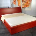 krevet sa spremištem drveni